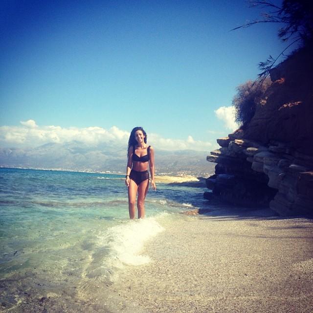 Η Ελένη Φουρέιρα αναστατώνει τις παραλίες της Κρήτης (Photos)