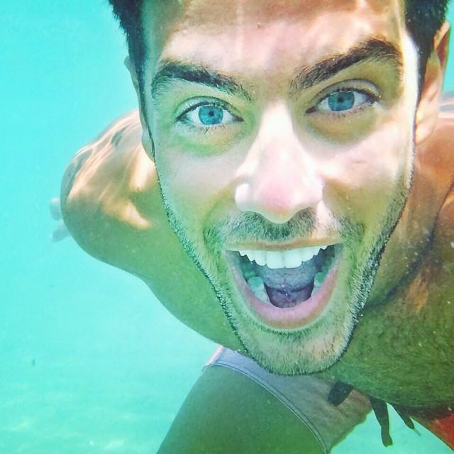 Αυτή είναι η selfie του Κώστα Μαρτάκη, που τράβηξε ο ίδιος... κάτω από το νερό!