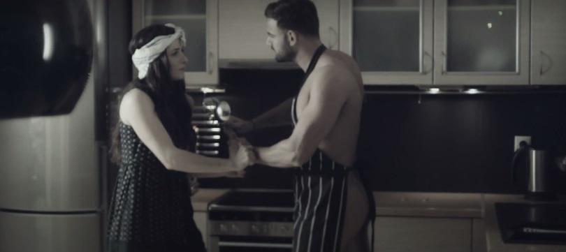 """""""Μόνη Καρδιά"""" - Δείτε το νέο βίντεο κλιπ της Πέγκυς Ζήνα με την επίμαχη sexy σκηνή!"""