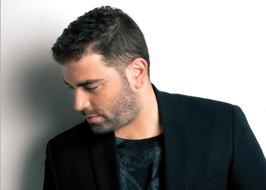 """Ο Παντελής Παντελίδης εξηγεί γιατί ονόμασε το τραγούδι του """"Σκούπισε τα πόδια σου και πέρασε""""!"""