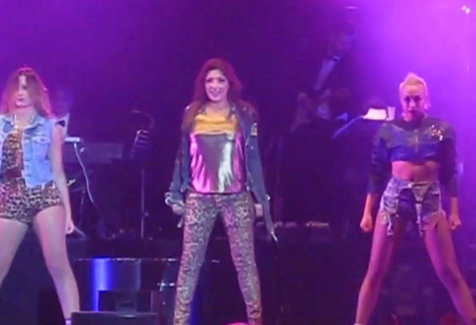 """Τα """"σπάει"""" η Έλενα Παπαρίζου στη Σουηδία, α λα Jessie J! (Βίντεο)"""