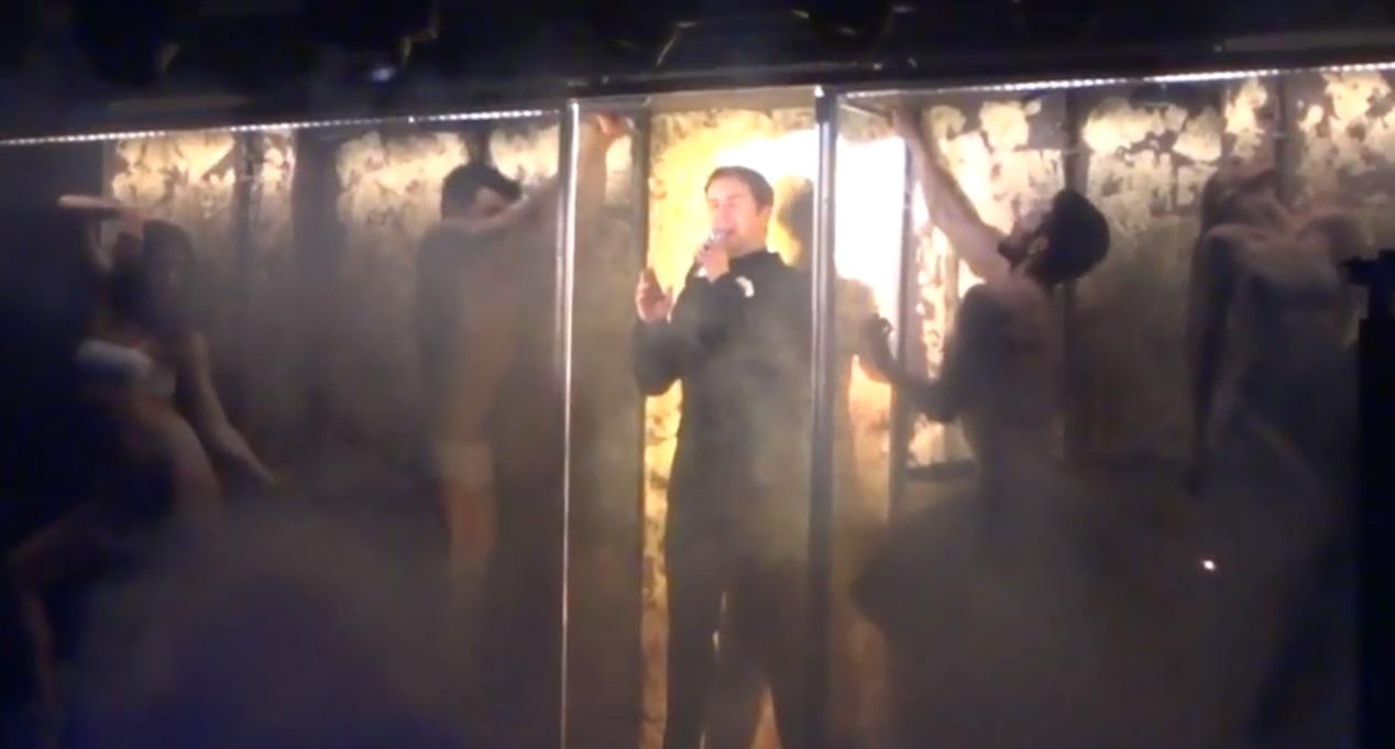 Ο Γιώργος Μαζωνάκης τραγουδάει live το