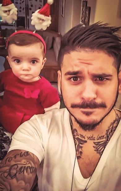 """Η selfie του Stan με τη μικρή του φίλη που """"έριξε"""" το Facebook!"""