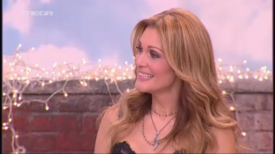 """Η Νατάσα Θεοδωρίδου τραγούδησε στο Πρωτοχρονιάτικο """"Mega Με Μία""""! (Βίντεο)"""