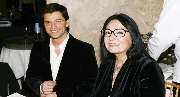 """Η Νάνα Μούσχουρη παίρνει ανοιχτά θέση για τον Σάκη Ρουβά και το """"Αξιον Εστί"""""""