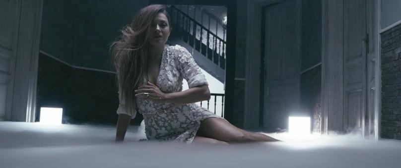 """""""Άλλη σαν εμένα"""" - Δείτε το νέο σέξι βίντεο κλιπ της Αποστολίας Ζώη"""