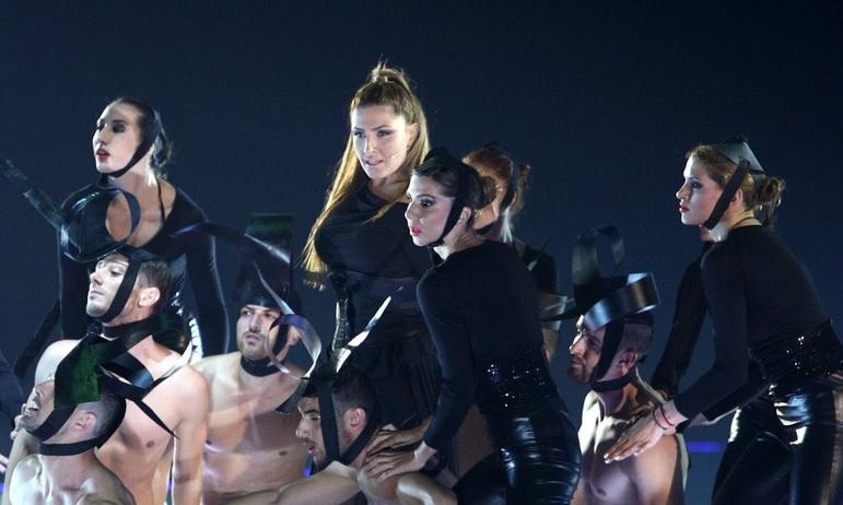 Οι καλύτερες εμφανίσεις της Έλενας Παπαρίζου στα MAD VMA
