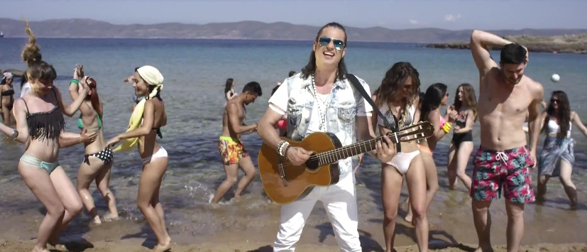 """Κυκλοφόρησε το νέο βίντεο κλιπ του Διονύση Σχοινά """"Το καλοκαίρι""""."""