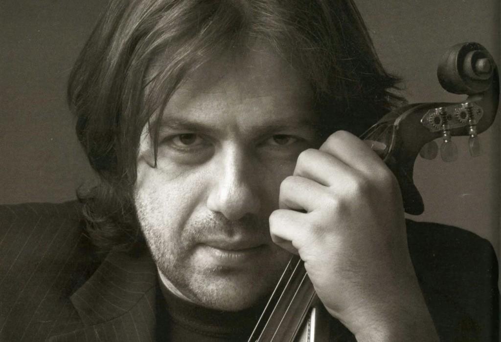 """""""Τριανταφυλλιά μου"""" - Ακούστε το νέο τραγούδι του Μάνου Πυροβολάκη"""