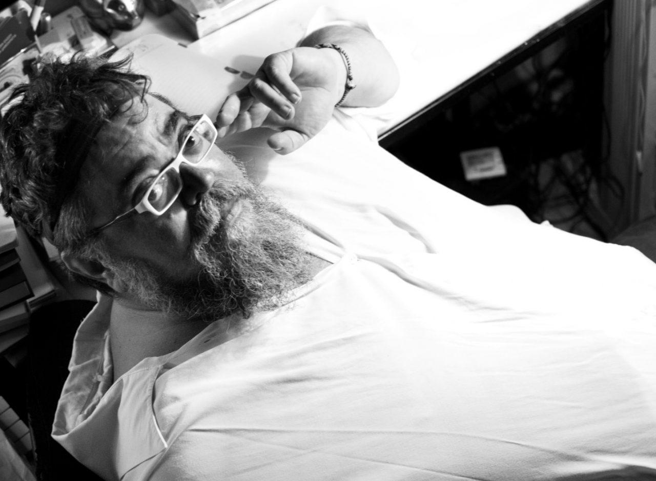 Σταμάτης Κραουνάκης – One Man Show και Όλοι Ένα στο Ίδρυμα Μιχάλης Κακογιάννης