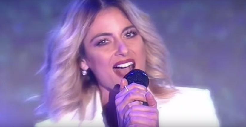 """""""Πόσες Χιλιάδες Καλοκαίρια"""" - Η Μαρία Έλενα Κυριάκου τραγουδάει μια rock εκδοχή της επιτυχίας της Demy"""