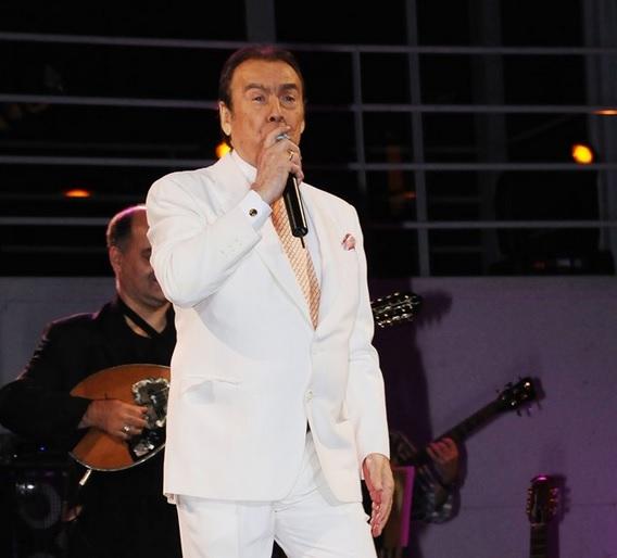 Ο Τόλης Βοσκόπουλος επιστρέφει στην πίστα μετά το σοβαρό πρόβλημα υγείας του