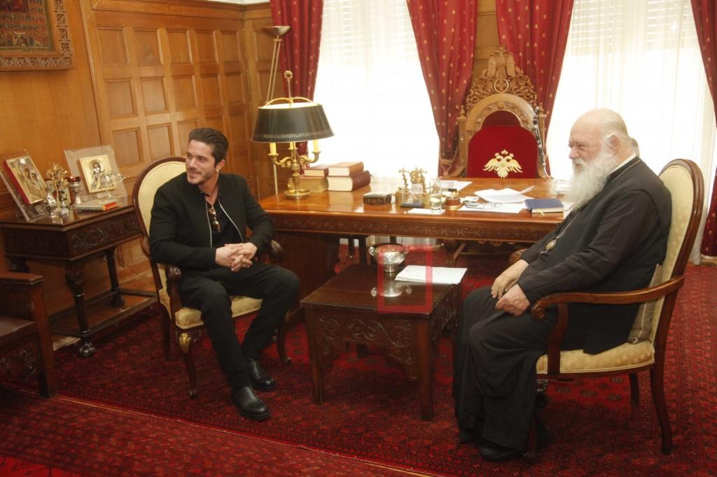 Ο Νίκος Οικονομόπουλος στον Αρχιεπίσκοπο Ιερώνυμο