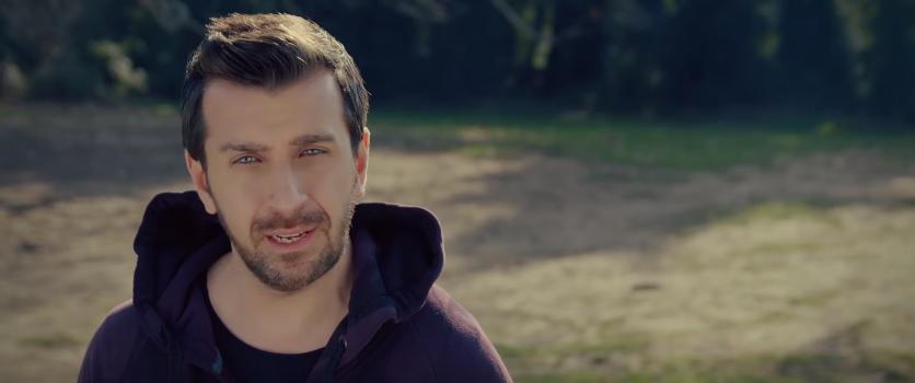 """""""Έχω μια καρδιά"""" - Δείτε το νέο βίντεο κλιπ του Θάνου Πετρέλη"""