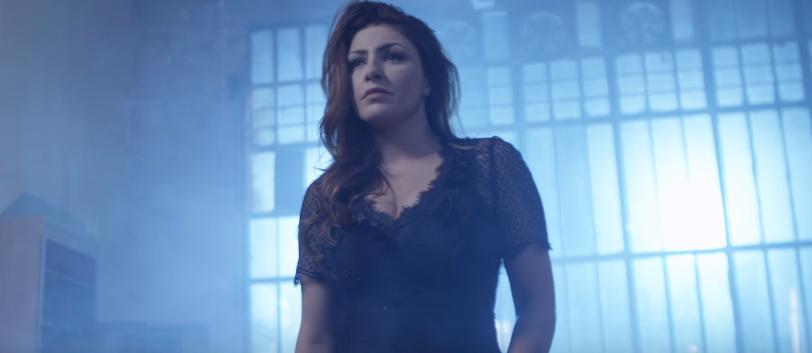 """""""Μισή Καρδιά"""" - Δείτε το εντυπωσιακό teaser από το νέο βίντεο κλιπ της Έλενας Παπαρίζου"""
