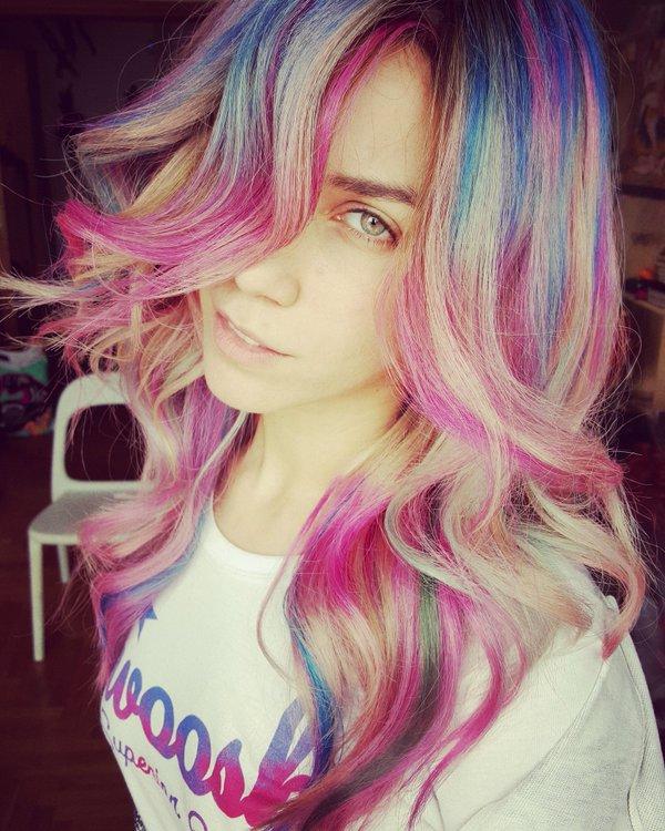 Κατερίνα Στικούδη: Έκανε τα μαλλιά της... πολύχρωμα! (φωτογραφία)