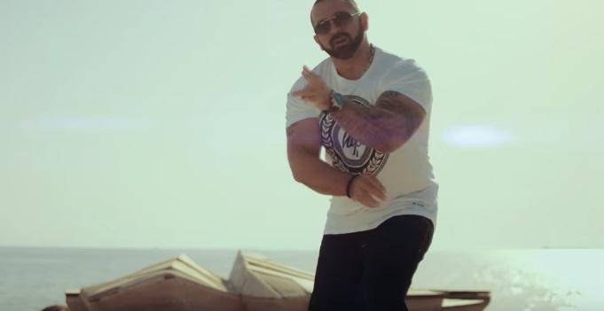 """""""Έχει να κάνει"""" - Νότης Σφακιανάκης feat. BO   Δείτε το νέο βίντεο κλιπ"""