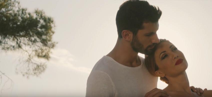 """""""Η αγάπη τα 'χει όλα"""" - Δείτε το νέο βίντεο κλιπ της Στέλλας Καλλή"""