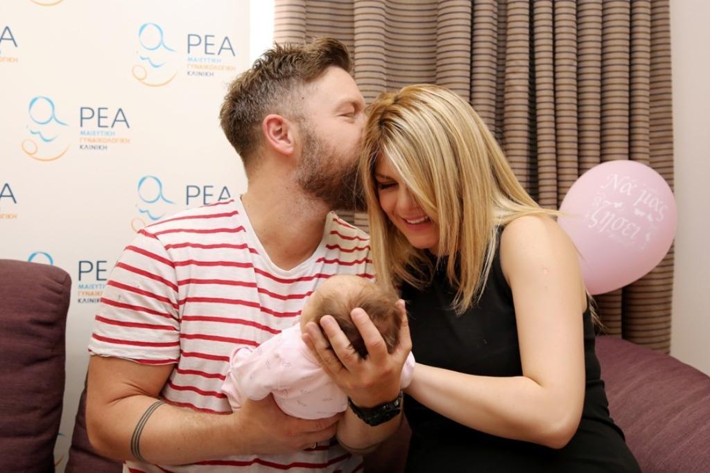 Γιάννης Βαρδής: Οι πρώτες φωτογραφίες με τη νεογέννητη κόρη του στο μαιευτήριο