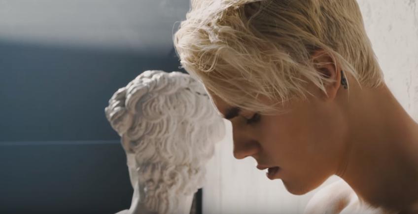 Justin Bieber: Δείτε το νέο βίντεο κλιπ του pop star γυρισμένο στη Σαντορίνη