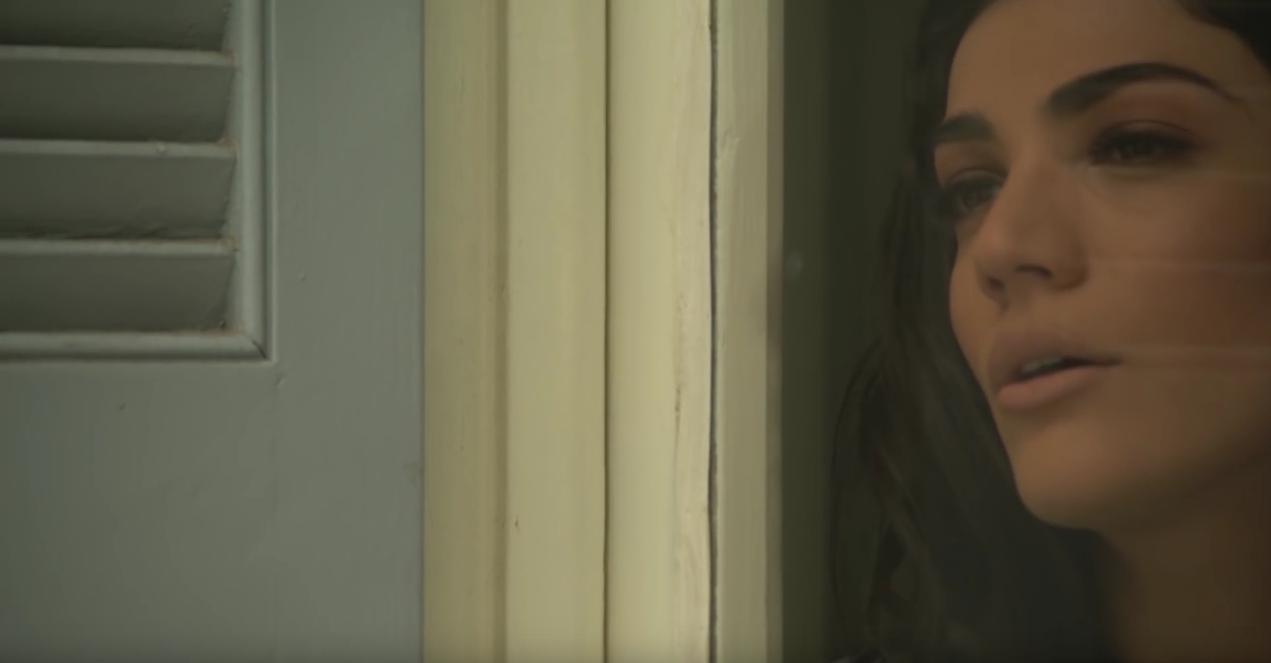 """""""Άκου σώπα"""" - Νέο τραγούδι και βίντεο κλιπ από την Ήβη Αδάμου"""