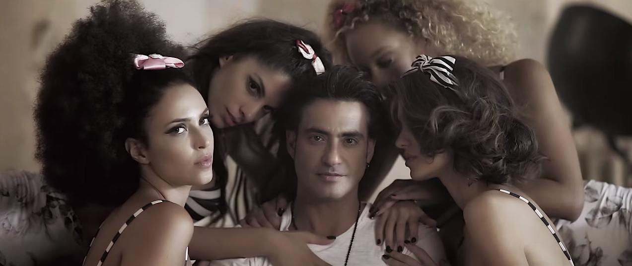 """""""Απομίμηση αγάπης"""" - Δείτε το νέο βίντεο κλιπ του Διονύση Σχοινά"""