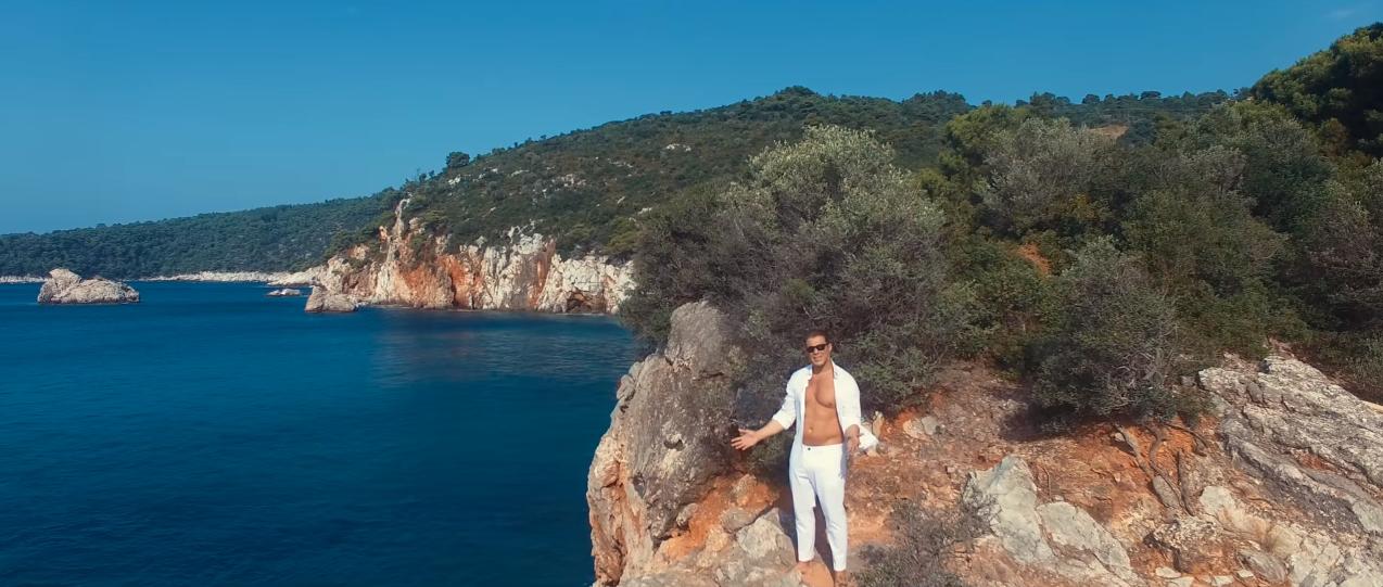 """""""Μη μου ζητάς"""" - Δείτε το νέο βίντεο κλιπ του Χρήστου Χολίδη"""