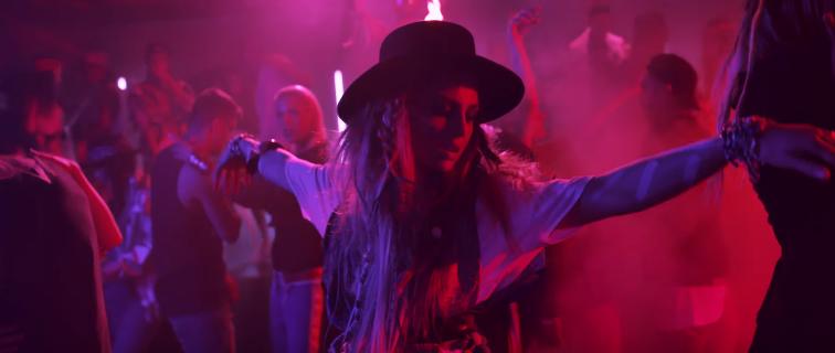 """""""Under these lights"""" - Δείτε το νέο βίντεο κλιπ της Xenia Ghali"""
