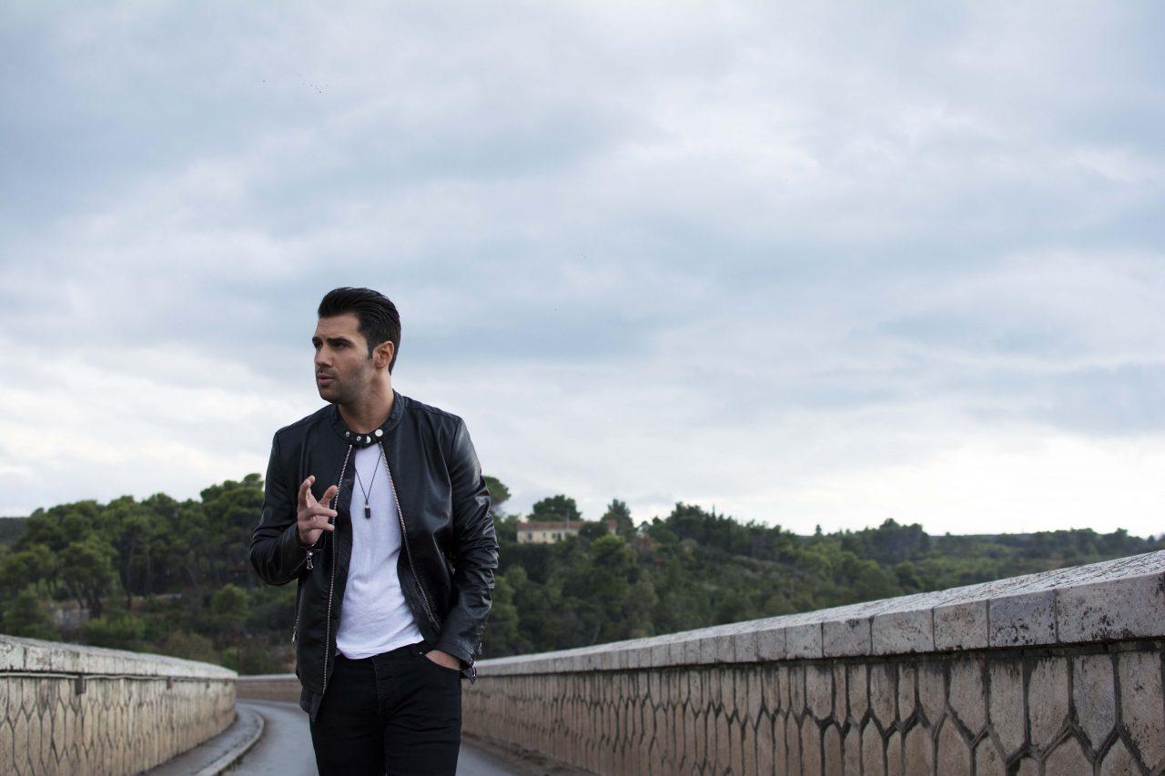 """Ο Πέτρος Ιακωβίδης τραγουδάει για το... """"Κοριτσάκι"""" του! (teaser)"""