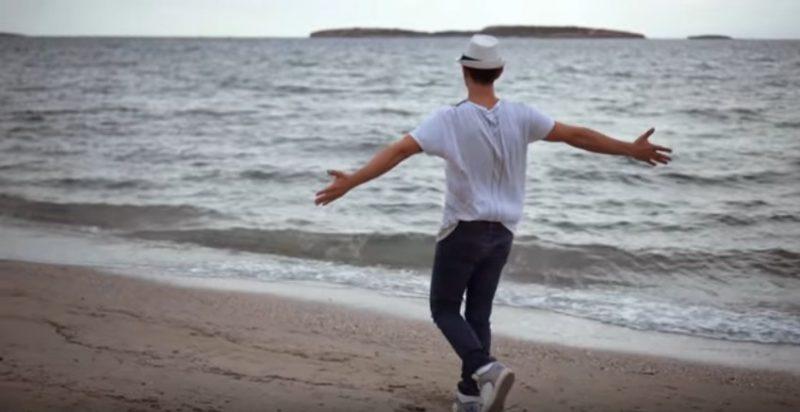 Δήμος Μπέκε Όταν γελάς εσύ βίντεο κλιπ