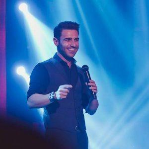 Ο Πέτρος Ιακωβίδης τραγουδά και ρίχνει το Instagram