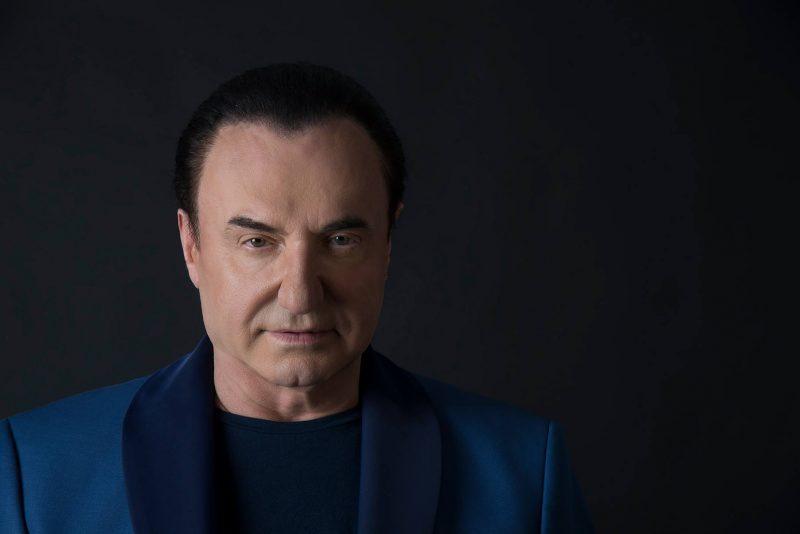 Γνωστός τραγουδιστής ομολογεί τη σχέση του με διάσημη ηθοποιό
