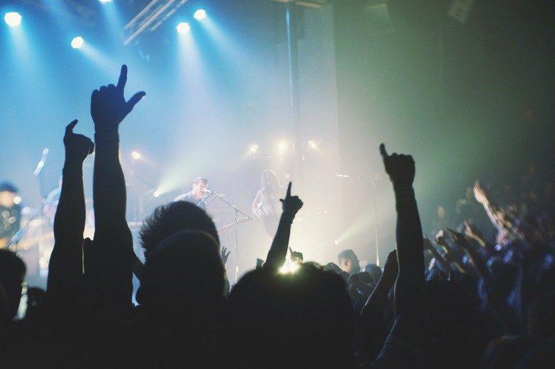 λόγοι για να πηγαίνεις μόνος σου σε συναυλίες