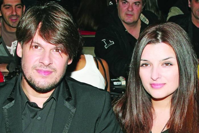 Τραγουδιστές που παντρεύτηκαν θαυμάστριες τους