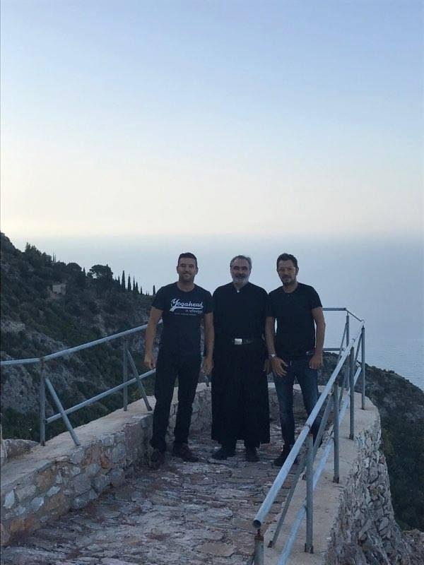 Ποιος γνωστός τραγουδιστής αναζήτησε γαλήνη στο Άγιο Όρος