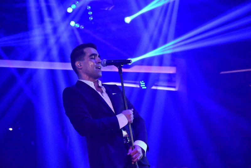 Τραγουδιστής έκπληξη στο πλευρό του Δήμα