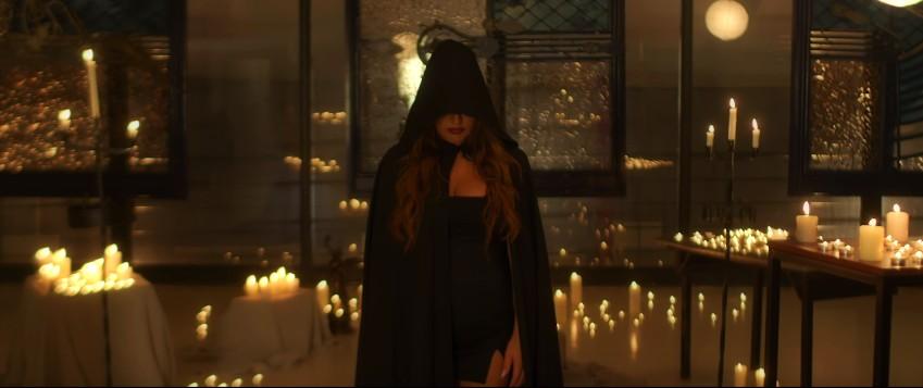 Έλενα Παπαρίζου - Κάτι Σκοτεινό